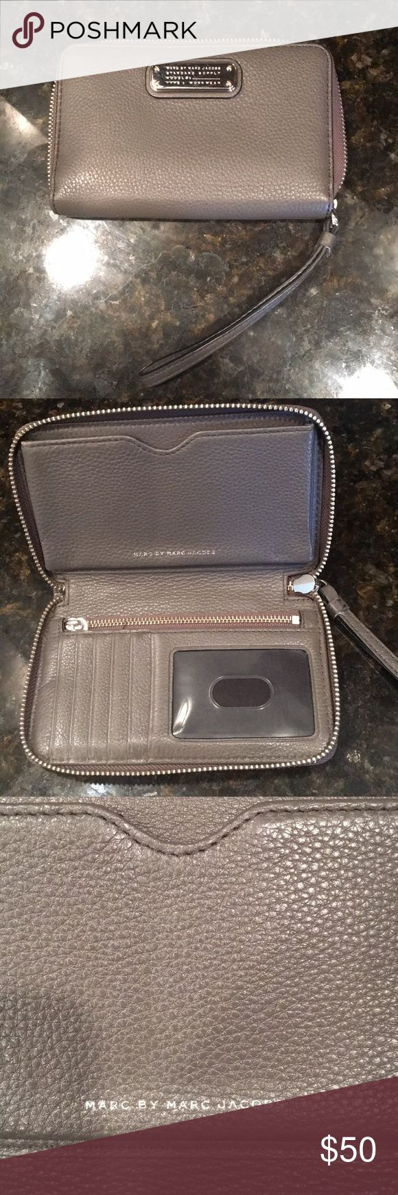 Marc by Marc Jacob's leather wallet Grey clutch wristlet. Great condition Marc By Marc Jacobs Bags Wallets