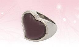 Es un anillo de acero inoxidable que cuenta con una piedra de cuarzo café