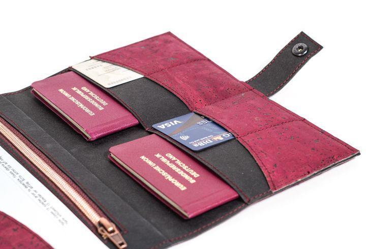Ein praktisches Reiseetui aus Korkstoff und Snappap selber nähen - mit Schnittmuster Freebie und Anleitung | Für Pass, Handy und Karten