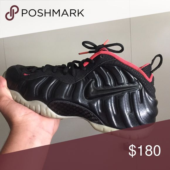 Yeezy foams 8.9/10 condition dirty bottoms. size 10.5 Nike Shoes
