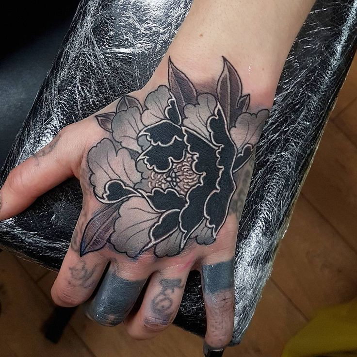 """Elliott Wells (@elliottwells666) on Instagram: """"A bit bloody but did this black and grey peony cover up on sakuras hand today! Thanks for making…"""""""