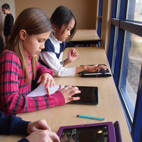 Testa spel med kidsen samtidigt som de kommer igång med grunderna i kodning.