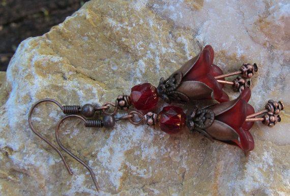 Bellflower diep koperen oorbellen