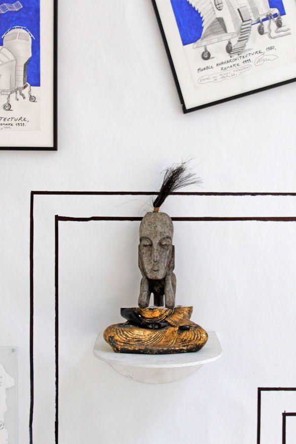 Jacques Lizène, Art syncrétique 1964 en remake 2011, sculpture génétique culturelle, Bouddha croisé statuette africaine, le 25e Bouddha méditant. Technique mixte, 26 x 24 x 50 cm.  Arco Madrid 2012  Source : http://www.nadjavilenne.com/wordpress/?m=2012&paged=14