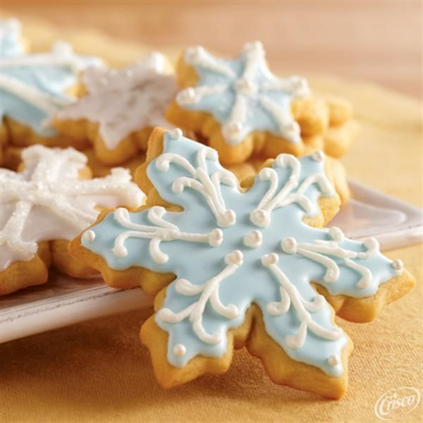 Let it snow, let it snow, let it snow cookies! Our Classic Sugar Cookie recipe made with our all-vegetable shortening is the perfect way to celebrate winter time. It takes less than an hour to prepare and is made with brown sugar and vanilla extract.