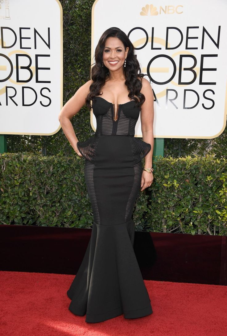 """""""Extra's"""" Tracey Edmonds donned a sexy black dress to attend the 74th Annual Golden Globe Awards at The Beverly Hilton Hotel on Jan. 8, 2017."""