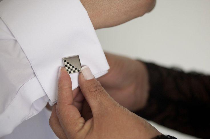 Biżuteria dla Pana Młodego? - Na temat biżuterii dla Panny Młodej można znaleźć naprawdę wiele przeróżnych informacji, podpowiedzi, prezentacji ciekawych rozwiązań. Niestety bardzo mało wiadomości można znaleźć na temat biżuterii dla Pana Młodego. Nie da się zaprzeczyć, że jest to również bardzo ważny temat. Oczywiście nie ch... - http://www.letswedding.pl/bizuteria-dla-pana-mlodego/