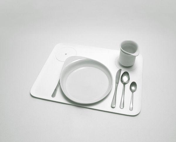 Wystawa Deep Need, Łódź Design Festival 2013.      ToTu to naczynia dla osób niewidomych zaprojektowane przez Nataszę Sałańską. Autorka stworzyła specjalny zestaw na podstawie codziennych obserwacji osoby, która straciła wzrok. Fot. ŁDF