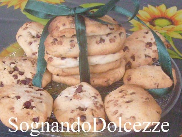 Sognando Dolcezze: Biscotti con Riso soffiato ,Gocce di cioccolato e Nocciole