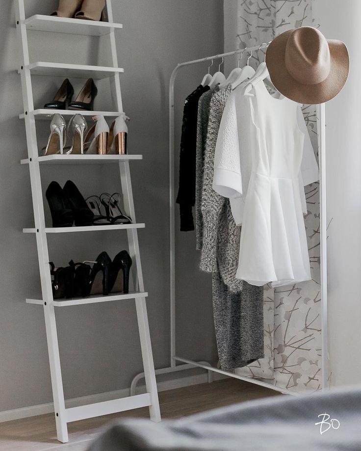 Avohyllyt ja vaaterekit tuovat rentoa tunnelmaa makuuhuoneeseen sekä vaihtoehtoisen tavan vaatteiden säilyttämiseen.