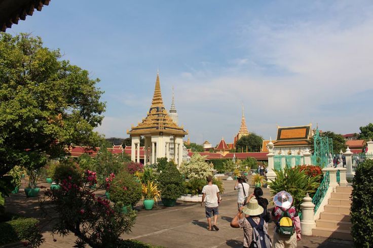 solo travel destination phnom penh cambodia
