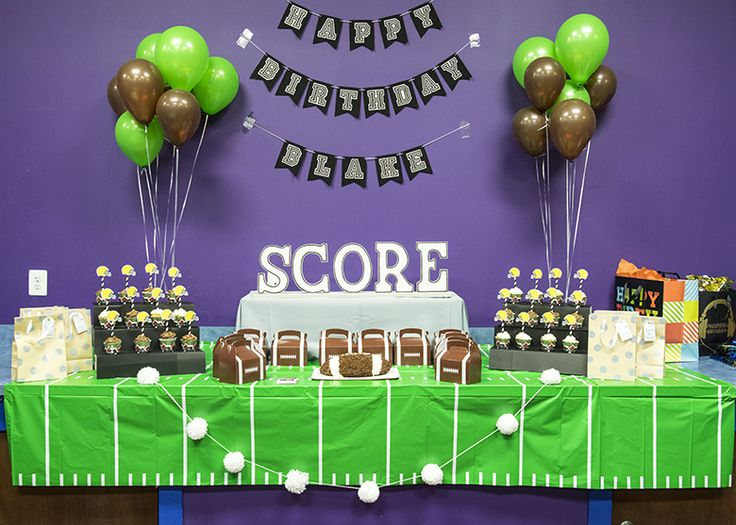 I love parties and pretty soon, my son won't want a cutsy kid's party. Where did the time go?! So this year, we decided to throw a full on football mania party. Check out all the details!