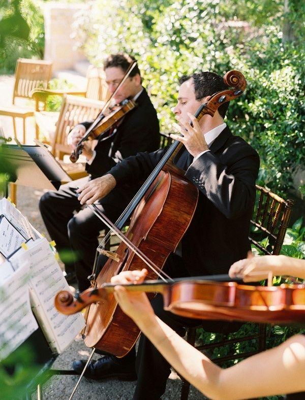 生演奏を入れればぐっと雰囲気が盛り上がる♡ 感動的なウェディングのアイデア。結婚式・ブライダルの参考に☆