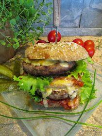Tinskun keittiössä: Kolmen hiilarin hampurilaiset, lämmin tomaatti- chilisalsa ja valkosipulimajoneesi