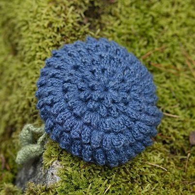 OHJE: Mustikka-pesusieni  Ohjeen on Lankavalle suunnitellut Molla Mills.