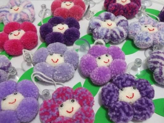 Pom Pom Flowers by Pompons Mágicos Artesanato