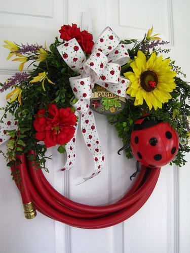 Garden hose wreath.  Could embellish with garden tools, seed packs, etc. for a house warming or hostess gift. How nifty and fun is this