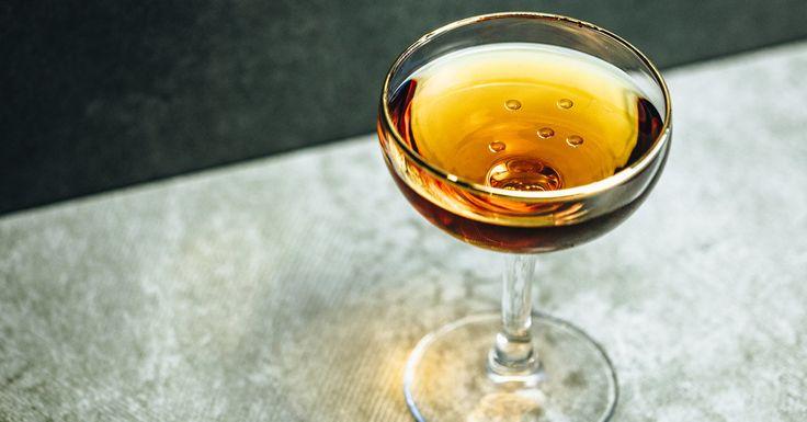 Clarita 2 oz Bacardí Gran Reserva Maestro de Ron eight-year-old rum 1⁄3 oz Amontillado sherry 1 barspoon Crème de cacao 2 dashes Absinthe 1 dash Saline solution Garnish: 3 drops of olive oil