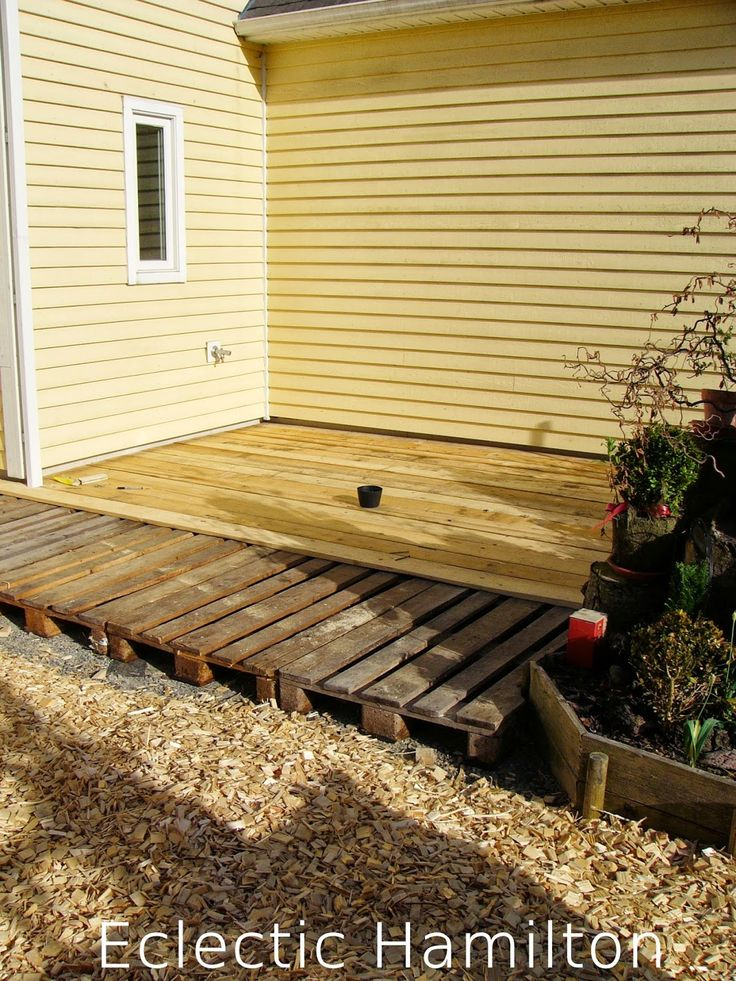 diy terrasse aus euro paletten decking pallets and patios. Black Bedroom Furniture Sets. Home Design Ideas