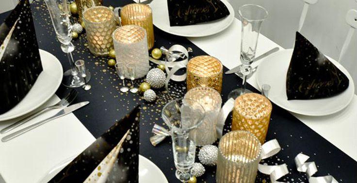 Festliche Tischdekoration in Schwarz kombiniert mit Gold und Silber für Ihr Event im Tischdeko-shop bestellen.