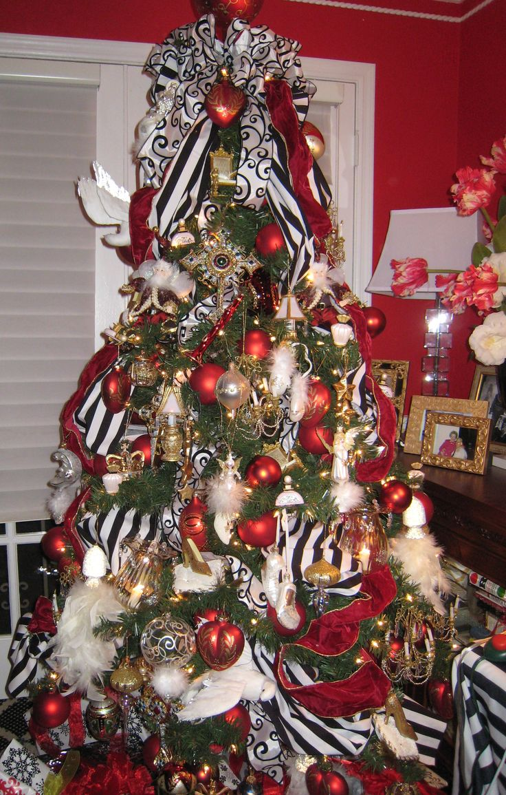 Red white christmas decorations ideas - Black White Stripe Fabric Black White Swirl Ribbon With White Red Ornaments