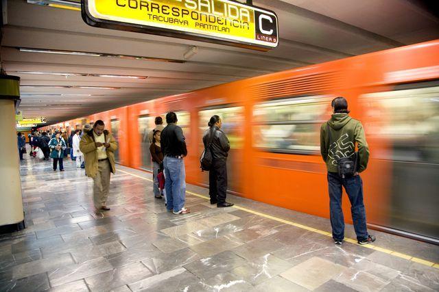 ¿Primera vez en el D.F.? Aquí te mostramos cómo utilizar el metro de la Ciudad de México para llegar a sus principales puntos turísticos.