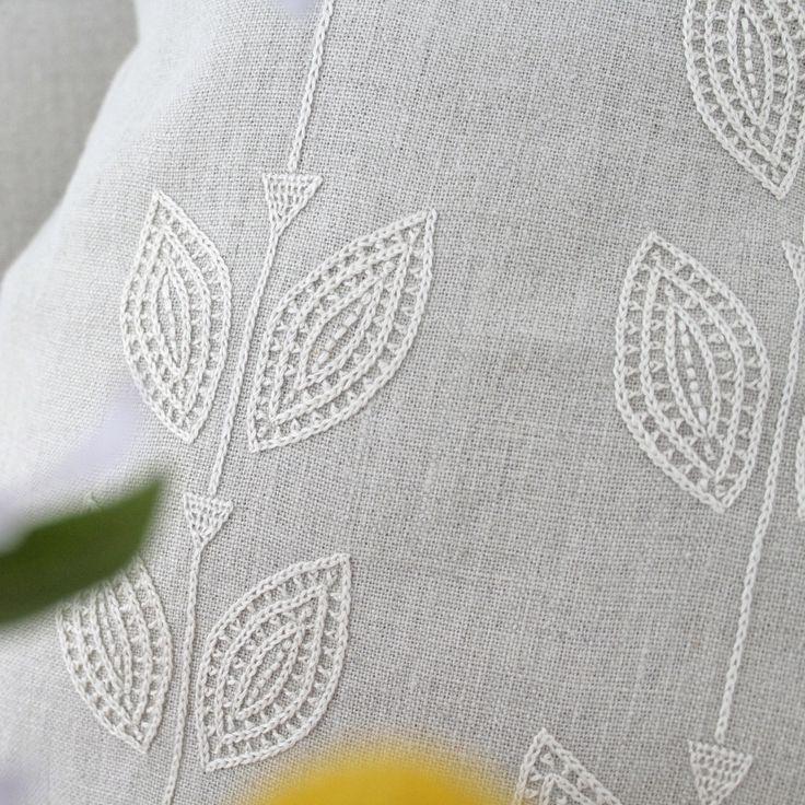 Large Petal design detail // find on ARTHA Collections #pillows #linenpillows #bedroomdecor #livingroomdecor #homedeocr #linen #handembroidered #throwpillows #bedroomstyling #schlafzimmer #handarbeit #enrichtung #leinen