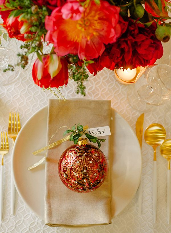 Simple Holiday Tablescape with Ornament Place Cards