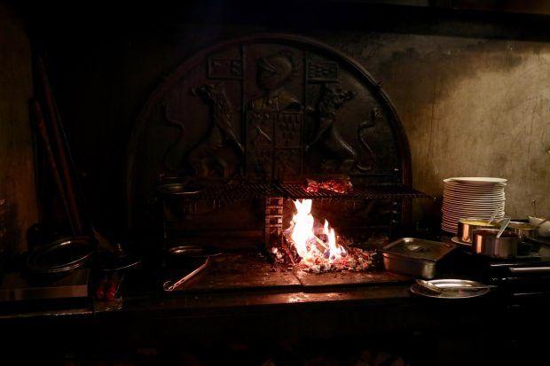 Le Flamboire薪オーブンで焼く、肉と海の幸。