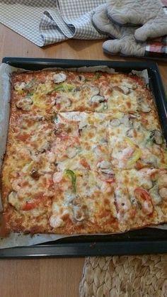 Beste und einfachste Low Carb Pizza, mit einem Boden aus Frischkäse, Käse und Ei; Ketose
