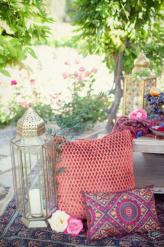 Moroccan themed party inspiration | Photo by Ashley Taylor Photography | Read more - http://www.100layercake.com/blog/?p=76507 #moroccan #pillows #lantern