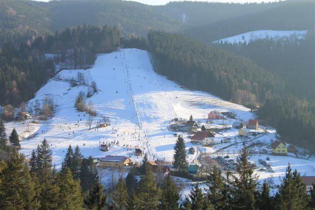 CO SE KDE DĚJE Ski Sachovka - večerní lyžování v Beskydech  http://www.dobrynocleh.cz/clanky/co-se-kde-deje/vecerni-lyzovani-v-beskydech