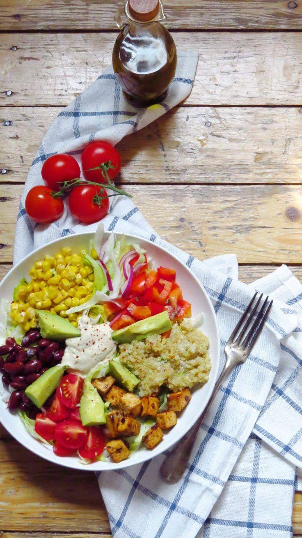 Veganer Southwestern Salad mit Cashew Sour Cream   Vegane Sour Creme   veganer Salat   vegane Bowl   vegane Rezepte I Entdeckt von Vegalife Rocks: www.vegaliferocks.de ✨ I Fleischlos glücklich, fit & Gesund✨ I Follow me for more vegan inspiration @vegaliferocks