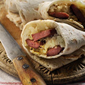 Tunnbrödsrullar med potatis, surkål och lammkorv - Recept - Tasteline.com