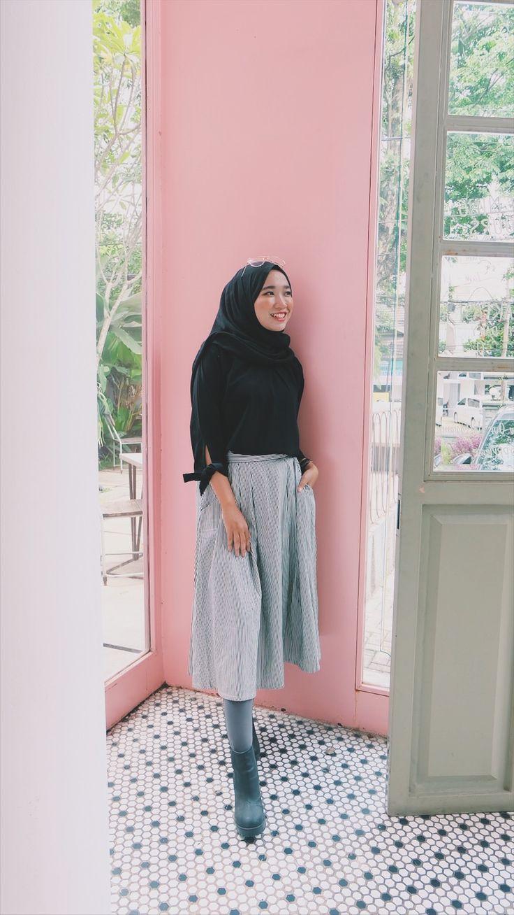 Street hijab fashion.