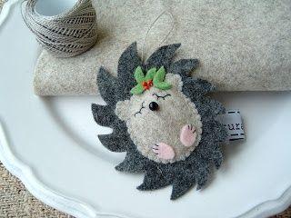 Felt hedgehog Christmas ornament.....this would be sooo cute as a hair clip: