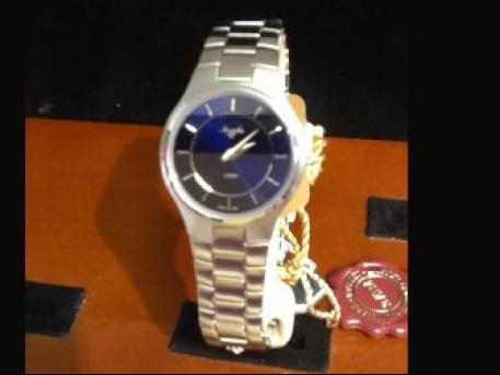 For you modern girls, this satin finished watch with deep blue face polished off that sleek pencil skirt and blouse to rock it at your raise meetingModern Girls, Satin Finish, Rai Meeting, Finish Watches, Blue Face, Pencil Skirts, Deep Blue, Raised Meeting, Face Polish
