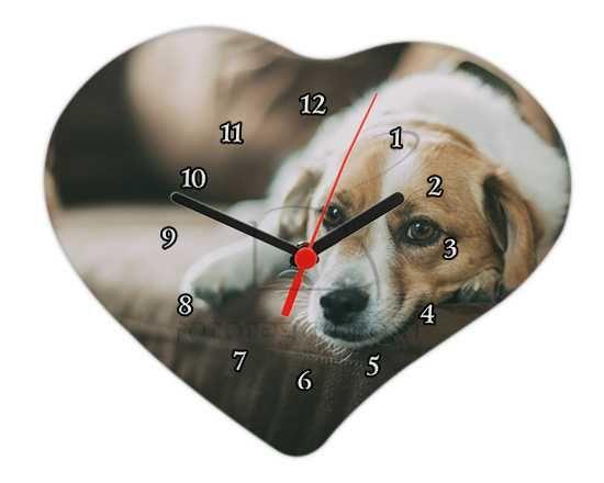 Orologio a cuore con numeri bianchi