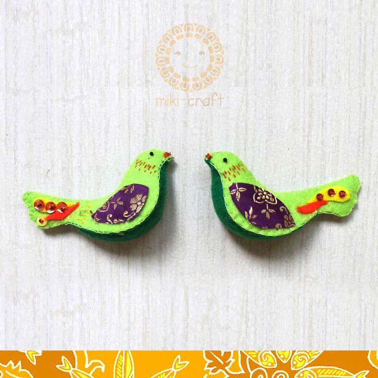 Serindit Melayu bird, Riau fauna icon -made by felt and Riau Melayu fabric- http://miki-craft.blogspot.com/