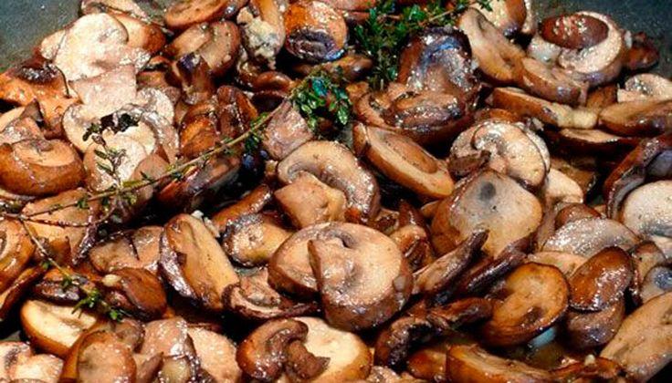 Doar 4 ingrediente simple pentru o rețetă perfectă! Incredibil, dar adevărat! Pregătește cele mai delicioase ciuperci prăjite cu minim de efort și cheltuieli, în doar 10 minute. Ciupercile ies foarte gustoase, aromate, rumene și apetisante și merg de minune cu orice preparat din carne sau cu o garnitură de cartofi, paste sau orez. Încearcă și …