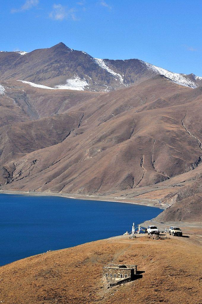 Yamdrok Lake, Tibet. Photo (cc) melanie_ko.