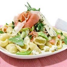Italiensk sallad med lufttorkad skinka och ädelost - Recept - Tasteline.com