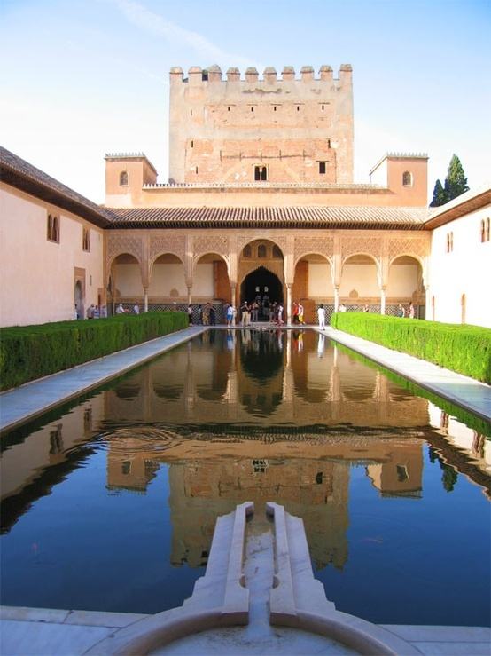 lived here ♥ The Alhambra in Granada, Spain was built between the mid-1200s and the late 1300s on the grounds of a former Roman fortress.
