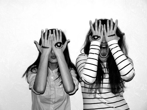 Cute best friend picture idea.... I miss mine...Only if we still hungout we could do this.<3