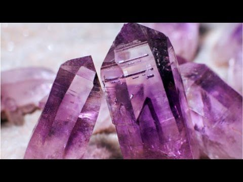 Learn the key to making huge gorgeous borax crystals out of a supersaturated solution on this Emmymade How-to. Borax crystals 1- 2 C. borax ~1 L. water bambo...