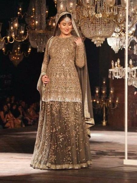 #LFW2016 - Kareena Kapoor Khan With a Baby Bump Walks Like a Stunning Queen for…