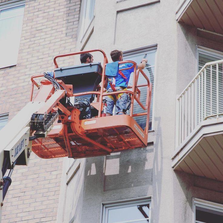Vous aimeriez voir le magnifique paysage estival? Pensez à nettoyer vos fenêtres intérieures et extérieures. Pas envie de le faire? Contactez-nous! #nettoyage #entretien #laveuseapression #service #montreal #rivenord #rivesud