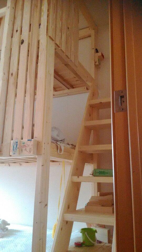 3段ベッドの制作 その2|きりんのブログ 入口のところにぶら下がっているのは子供たちお手製の表札