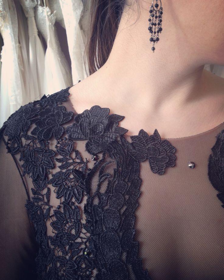 Întruchiparea misterului, a feminității si senzualității intr-o singura rochie... #black #dress #dresscode #embroidery #handmade #littleblackdress #velvet #dressdetails #womaninlove #mysterious #mysteriouslady #blackdress #luxurious #luxurydress #dresstoimpress #dreamdress #eveningdress #eveninggown #fashiondress #margo #margoconcept #brasov #negreu #rochie
