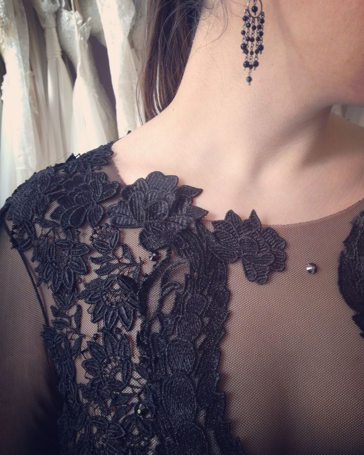 Întruchiparea misterului, a feminității si senzualității intr-o singura rochie... #black #dress #dresscode #embroidery #handmade #littleblackdress #velvet #dressdetails #womaninlove #mysterious #mysteriouslady #blackdress #luxurious #luxurydress #dresstoimpress #dreamdress #eveningdress #eveninggown #fashiondress #margo #margoconcept #brasov #negreu #rochie